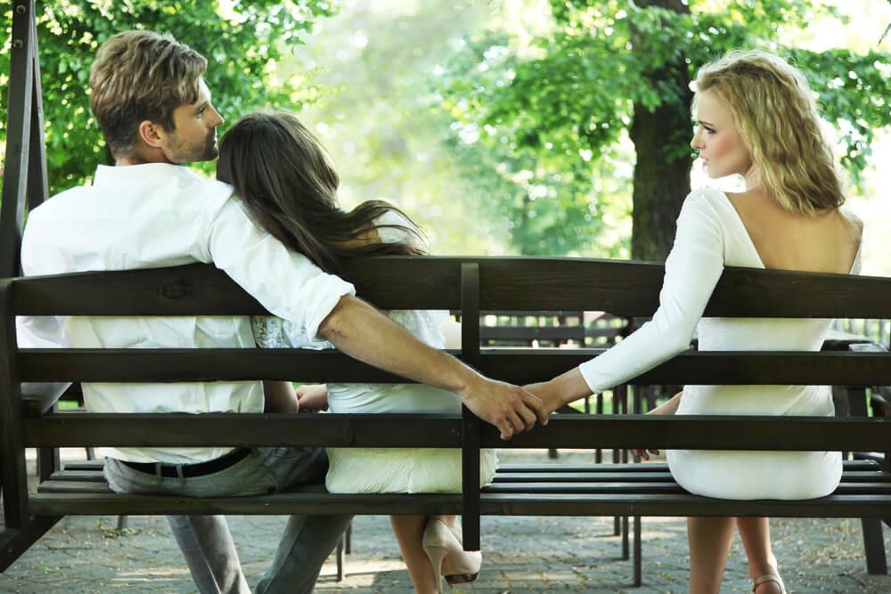 既婚者の2割は浮気の経験がある