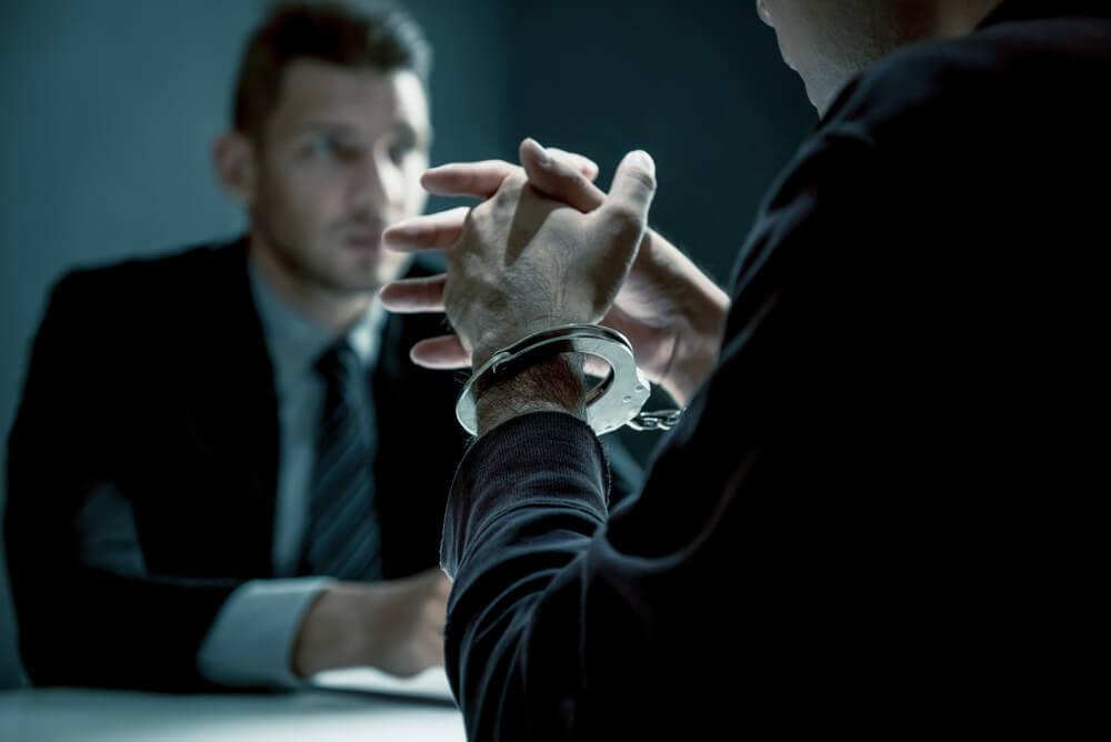 逮捕されたら弁護士への依頼が必須