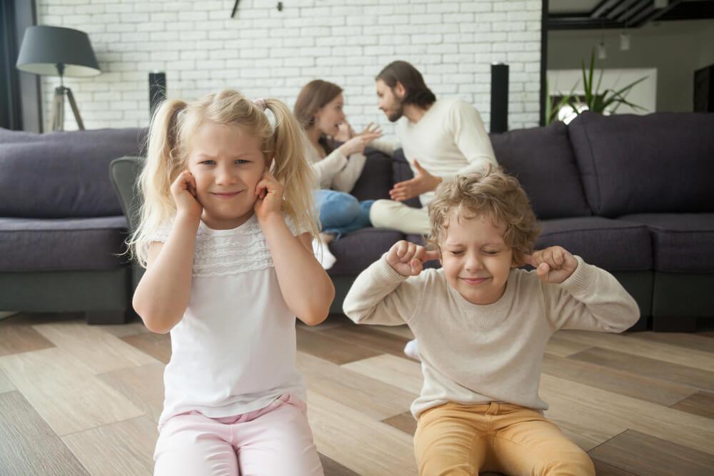 離婚が子供に与える悪影響は?
