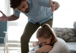 DVで離婚|慰謝料をより多くもらうために知りたい6点