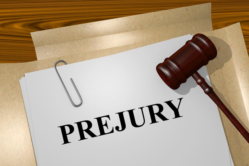 偽証罪は裁判で嘘をついた場合に適用される犯罪