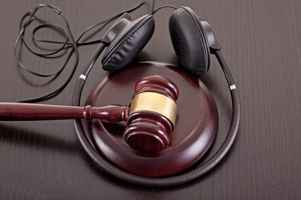 JASRACの楽曲利用料徴収|著作権法上の「公衆」とは