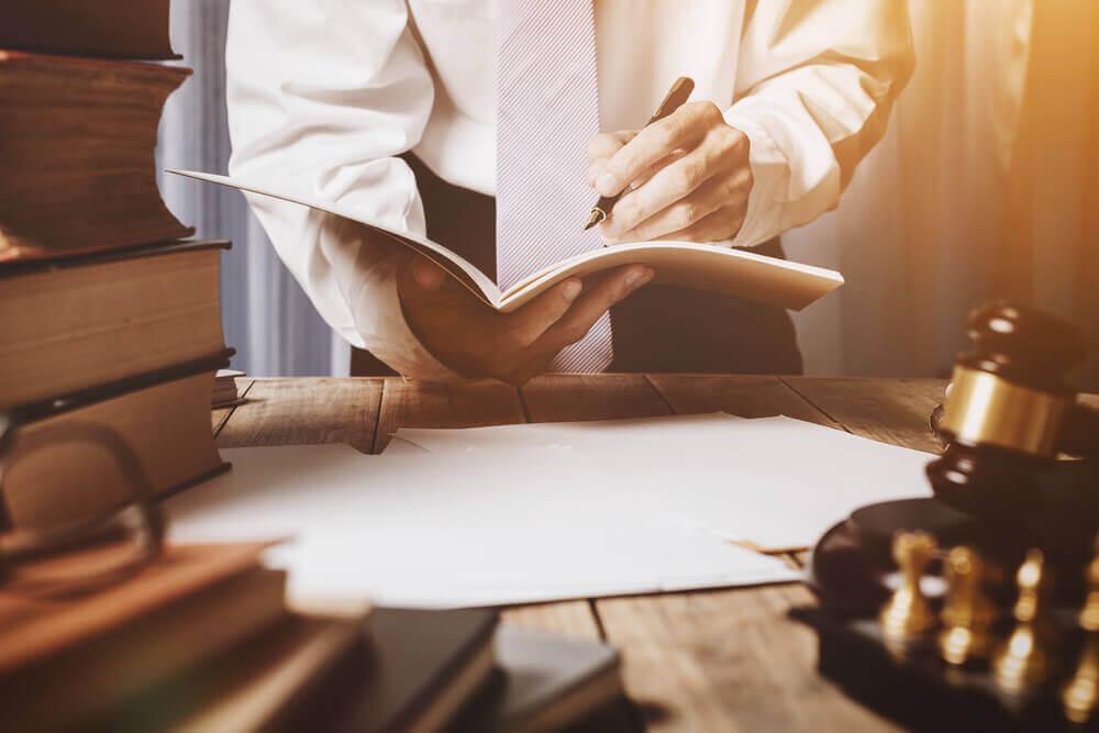 キャバクラで作った借金問題は弁護士に相談しよう