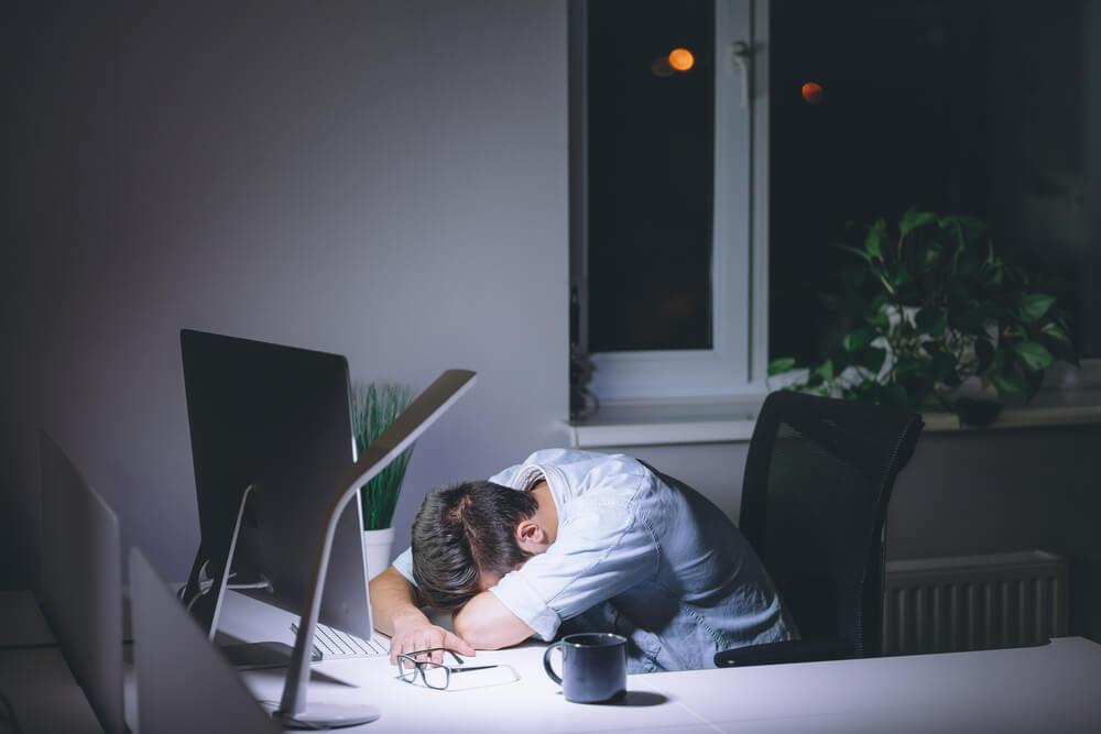 深夜残業は違法?