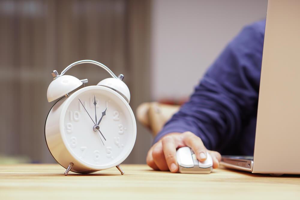 深夜残業を減らす方法は?