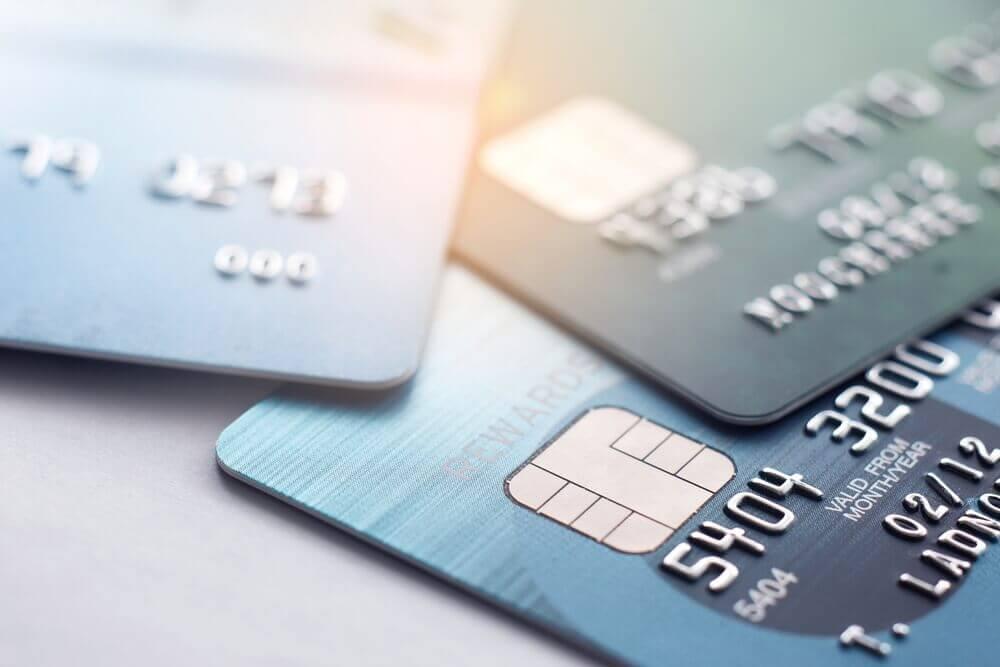 自己破産するとクレジットカードの契約はどうなる?