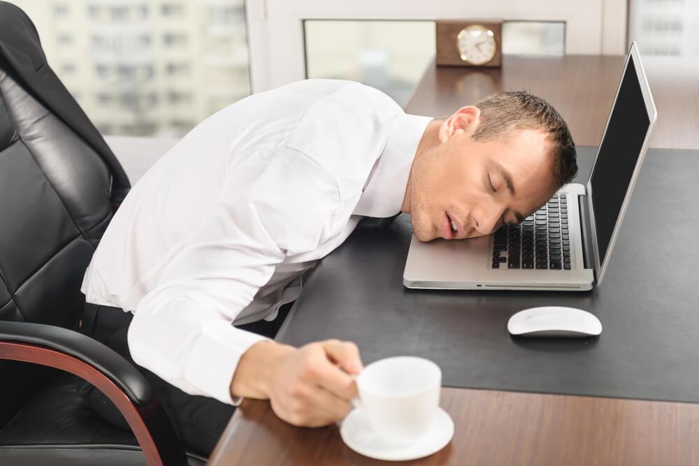 最悪の場合は過労死も…長時間労働のリスク