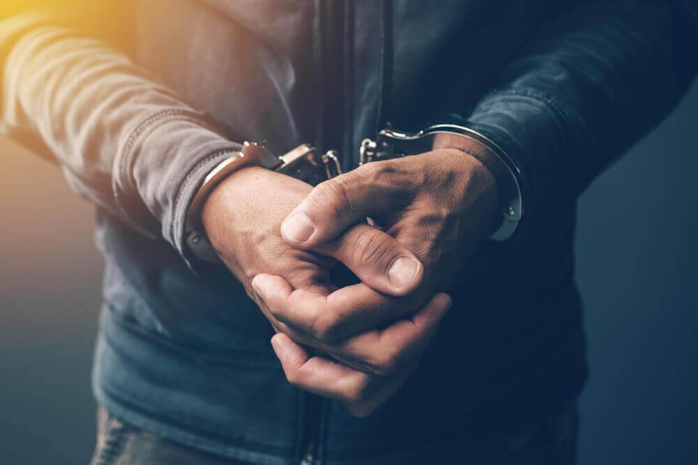 痴漢は立派な犯罪|加害者が問われる罪と条例違反