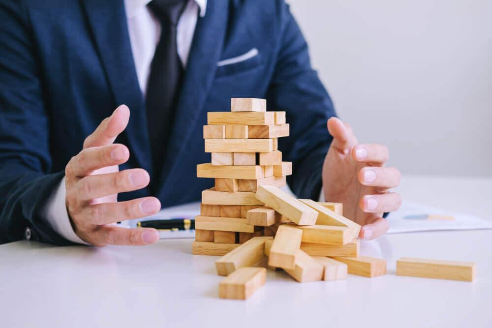 会社社長が自己破産すると社長はやめなければならない?