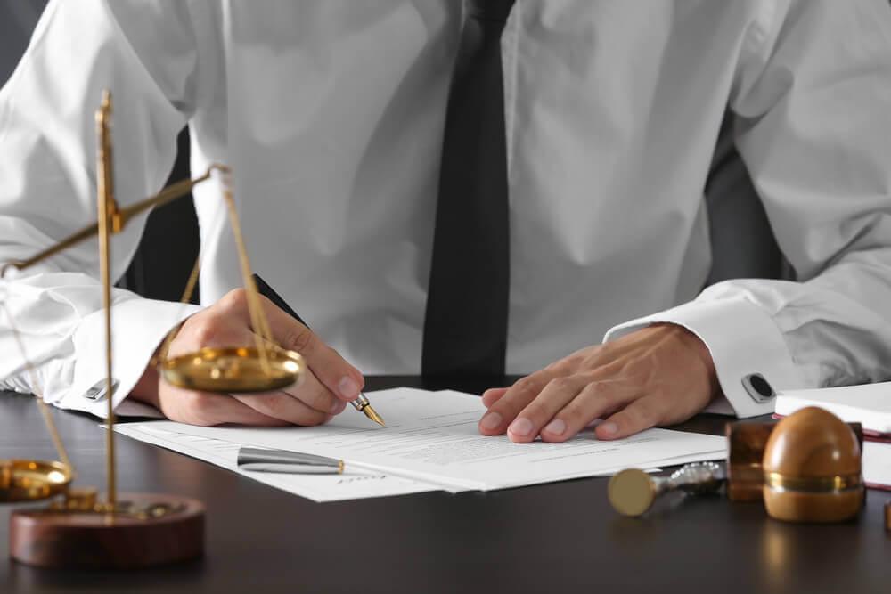 黙秘権を使うべき?逮捕後は弁護士のアドバイスを受けることが大切