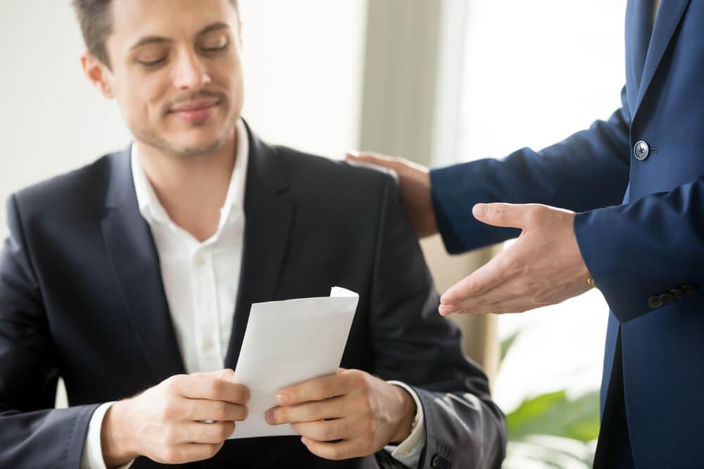 試用期間中に退職をしたら給料や保険はどうなる?