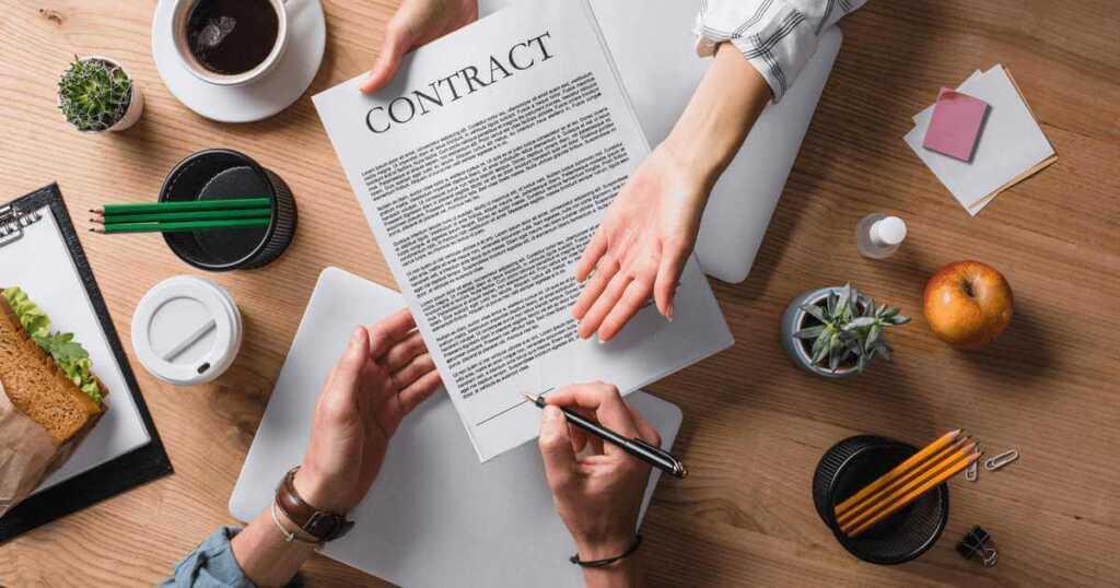 契約書を企業が作成する場面