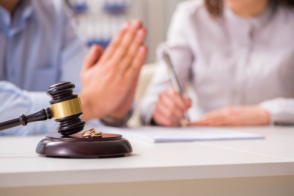 離婚を拒む配偶者に離婚を決意させるには?