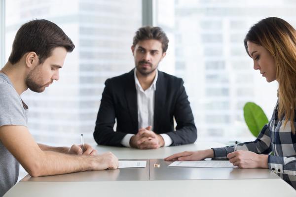 離婚裁判は弁護士に依頼すればいいか?
