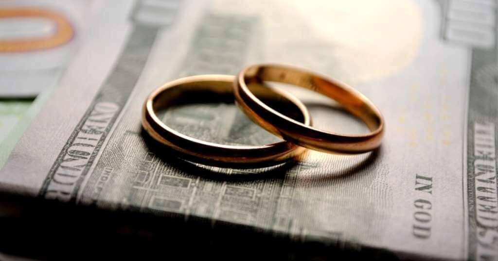 DVで離婚する際に請求できるお金は?