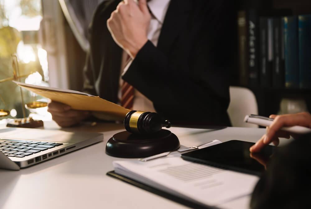 インサイダー取引で困った場合は弁護士へ相談を