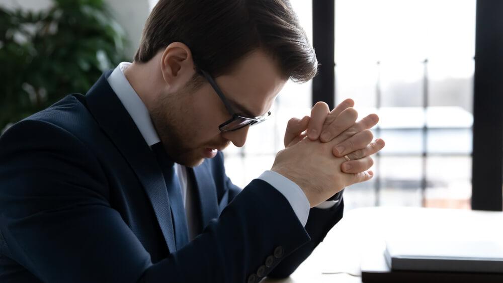 過労死・過労自殺は、企業を揺るがし、取締役の責任につながることも