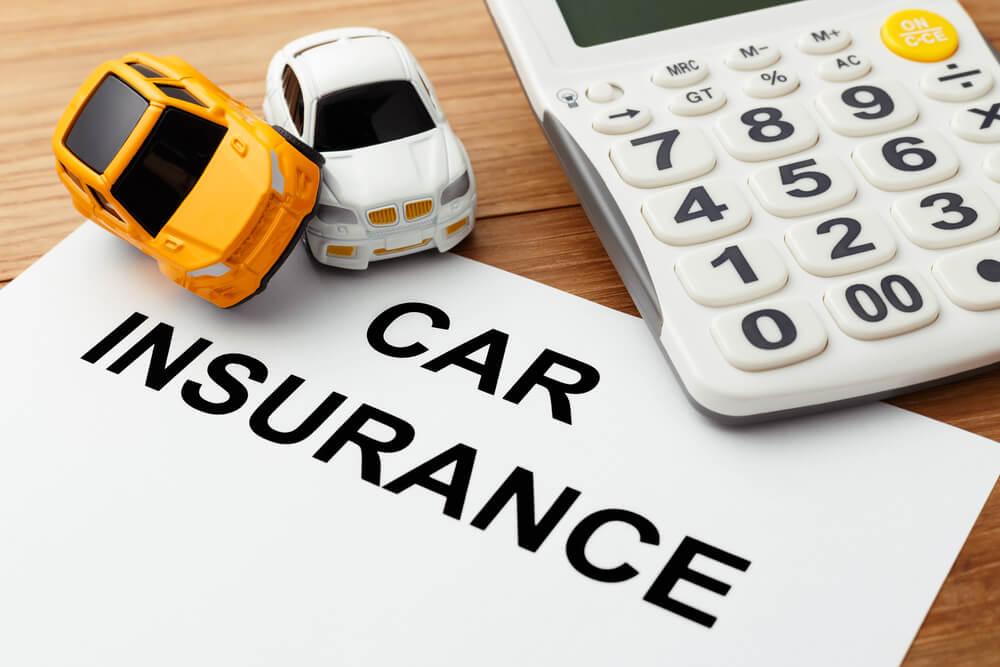自分の自動車保険からの保険金で補填する