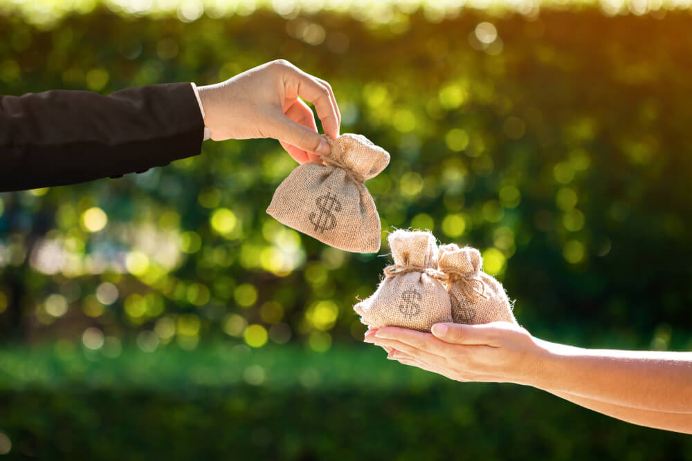 養育費の強制執行をするなら給料と預貯金口座の差押えが狙い目!