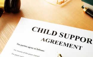 再婚と養育費の関係|自分または相手の再婚で養育費は減免できるのか