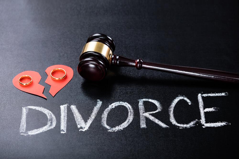 離婚届の証人は誰に頼むべき?