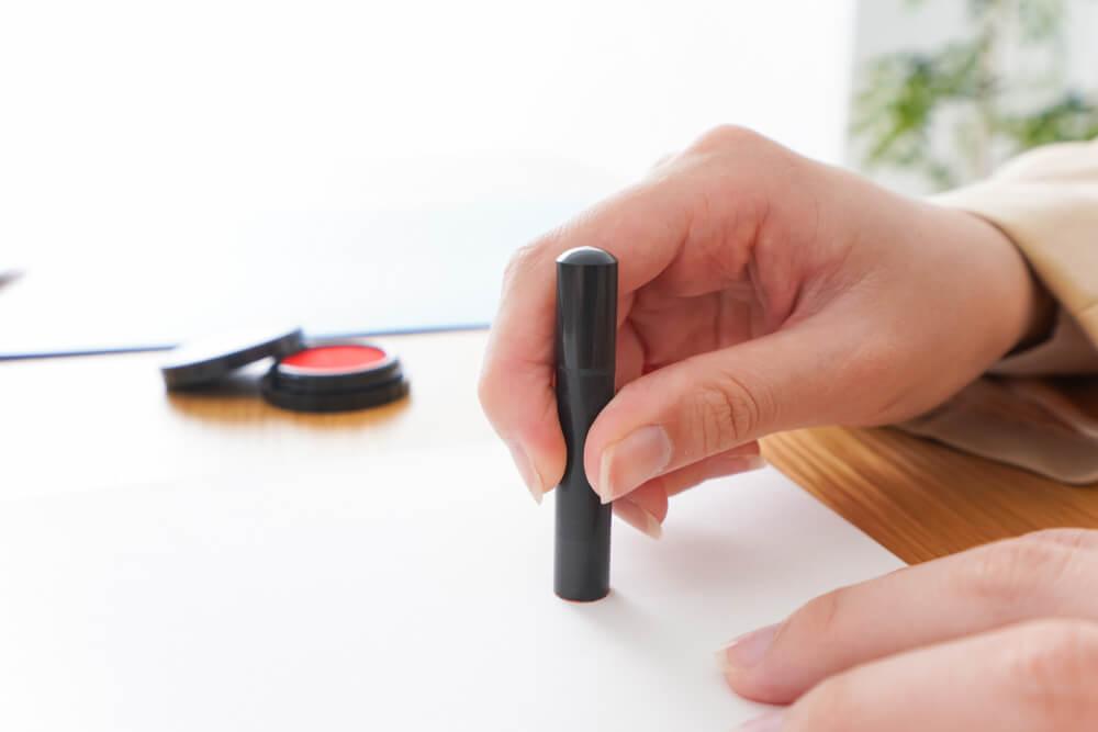 離婚届の証人に署名・押印してもらうときに注意すべきこと