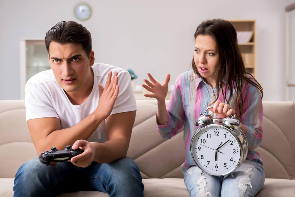大人なのにゲーム漬け!夫の脳内どうなっているの?