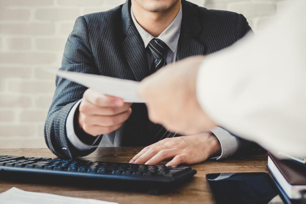 会社に知られずに退職金の差押えを処理する2つの方法