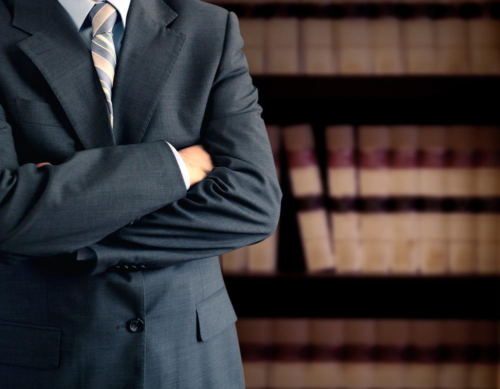交通事故の加害者が許せないときには、弁護士に示談を任せるのが一番