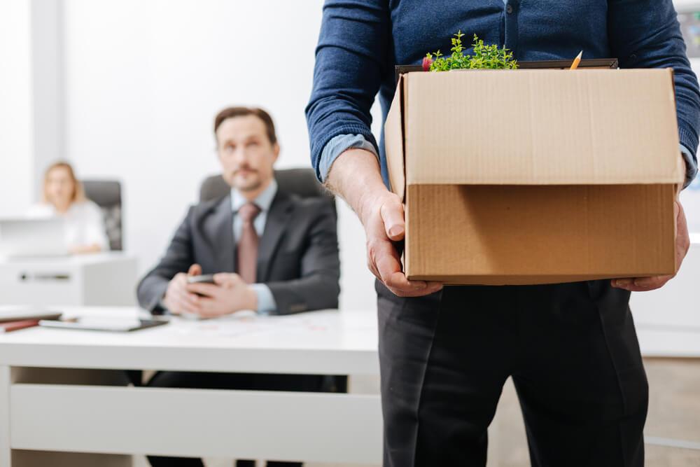 無断欠勤で解雇される場合の手続きはとても厳格
