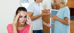 姑との同居でストレスを抱えうつになる人も…同居問題はどう解決すればいい?